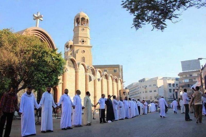 Umat muslim melindungi gereja di Timur Tengah