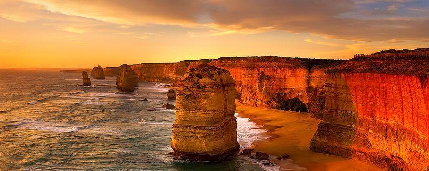 sunset di pantai twelve apostles