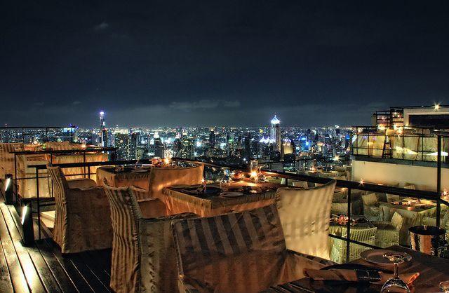 Suasana malam Bangkok dari Vertigo Hotel