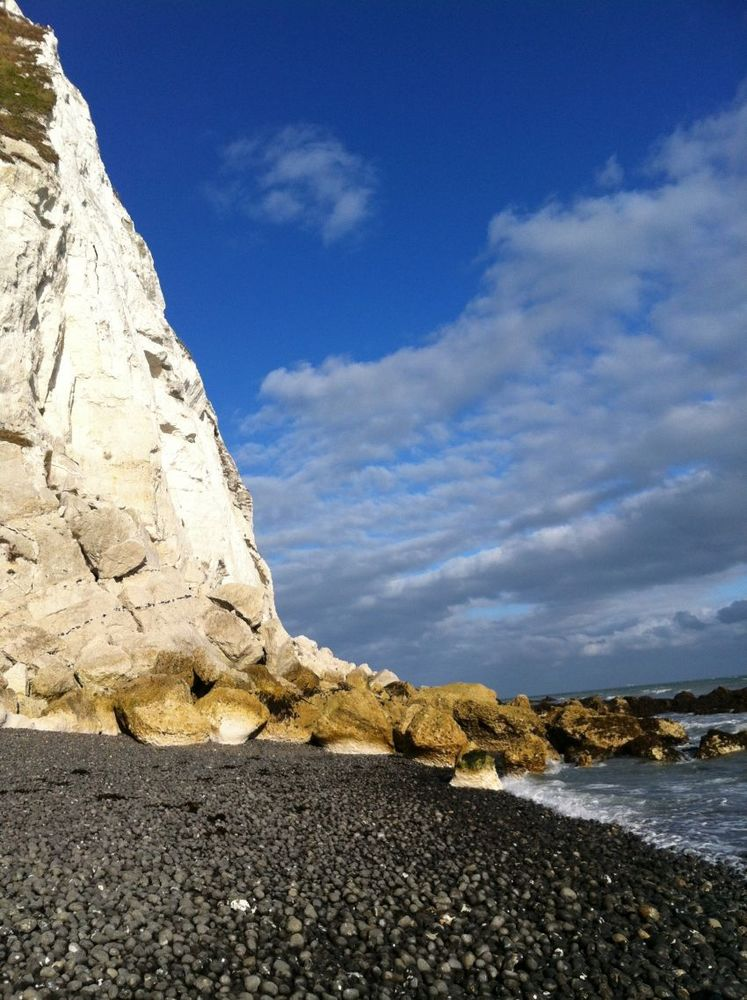 Tebing ini menghadap ke Eropa dan menjadi salah satu landmark Inggris
