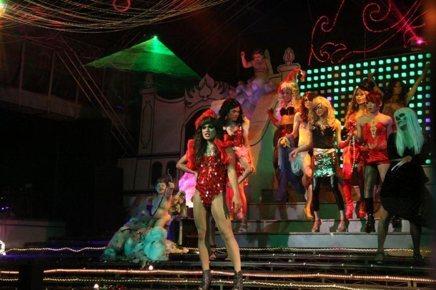 Aksi transgender di Kabaret Raminten, Jogja
