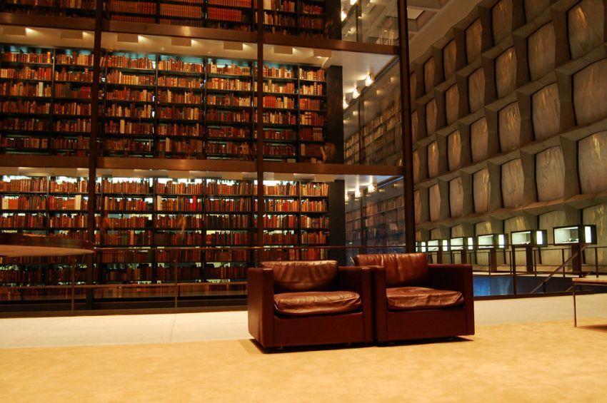 Kumpulan koleksi langka di perpus Yale