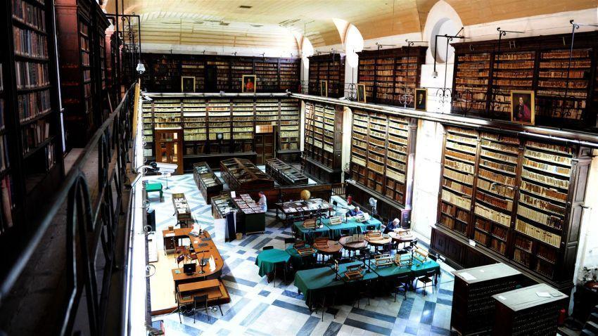 pera petugas perpustakaan Malta