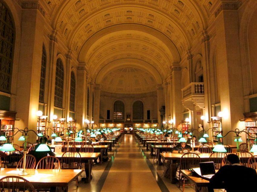 Bagian interior perpus Boston