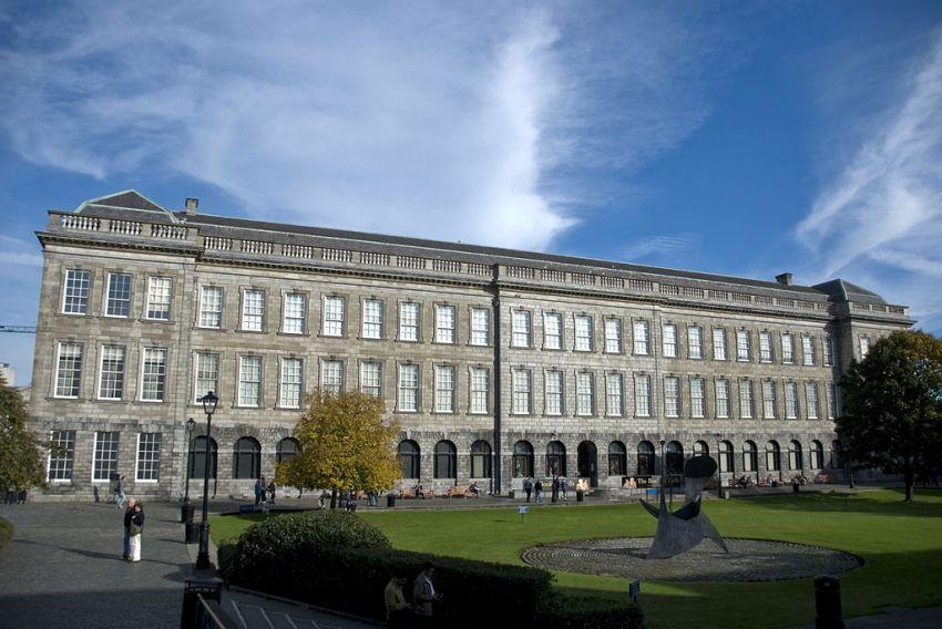 Bangunan luar perpustakaan Trinity College