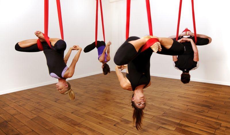 ikut kelas yoga buat mengisi waktu