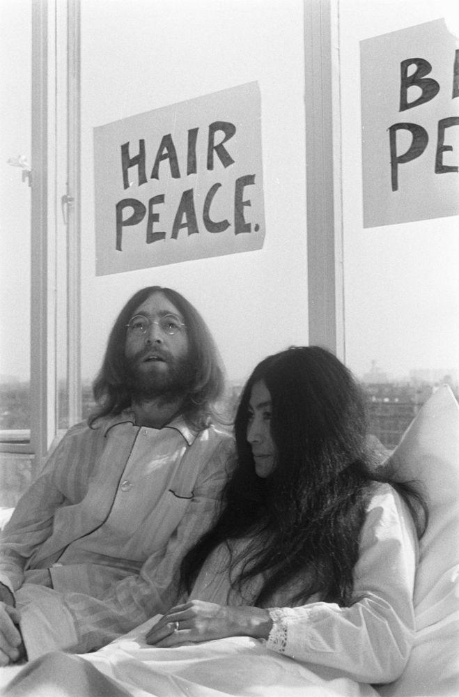 John Lennon menyerukan perdamaian