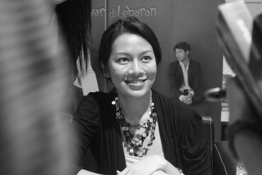 """Dee, penulis Indonesia yang selalu """"mengurung diri"""" saat menulis"""