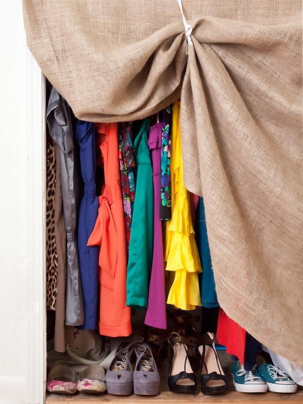 Tutupi dengan kain sebagai tirainya