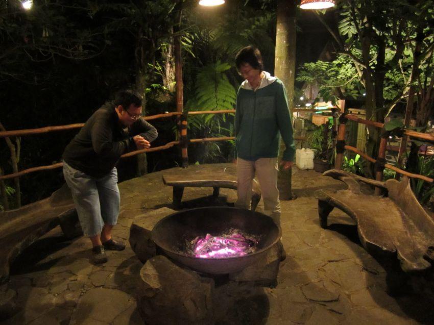 Bikin api unggun untuk kumpul seru