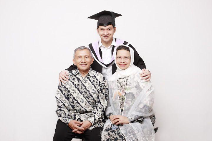 Lulus kuliah dan membahagiakan orang tua