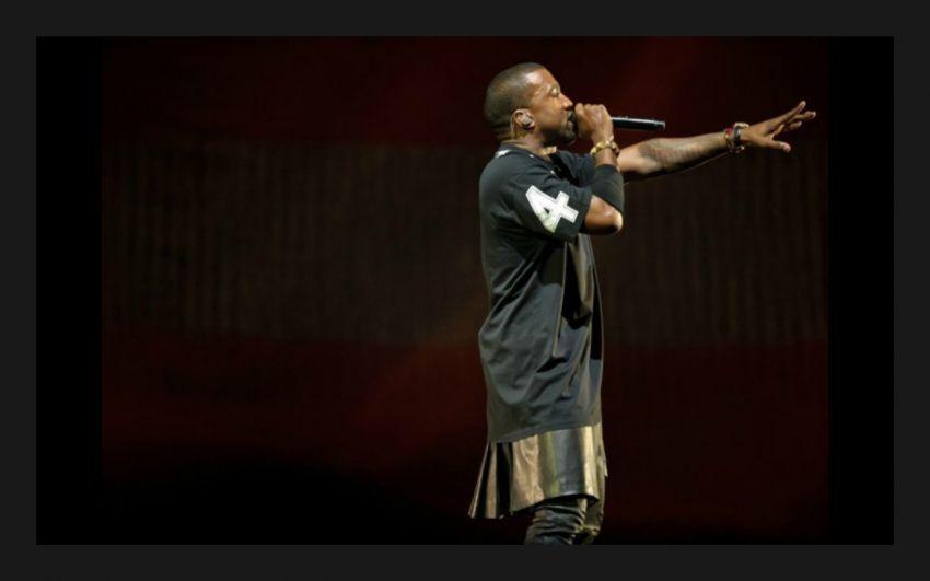 Kanye West aja pakai kilt yang menyerupai rok