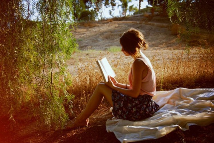 book books field girl light low sun Favim 750x500