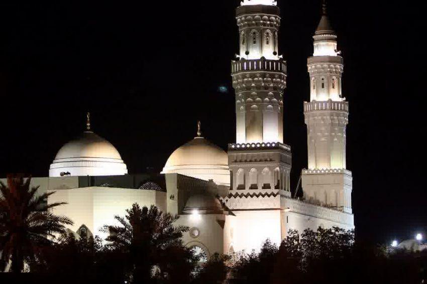 Masjid Qiblatain di malam hari