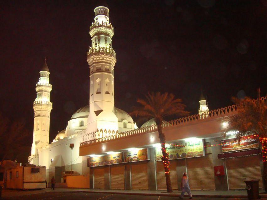 masjid Quba di kala malam