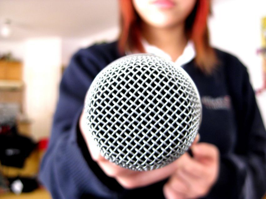 keraskan suaramu