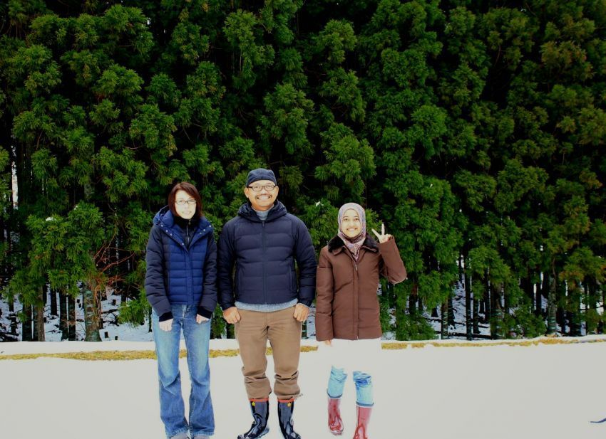 Rustono (tengah) jadi juragan tempe di Jepang