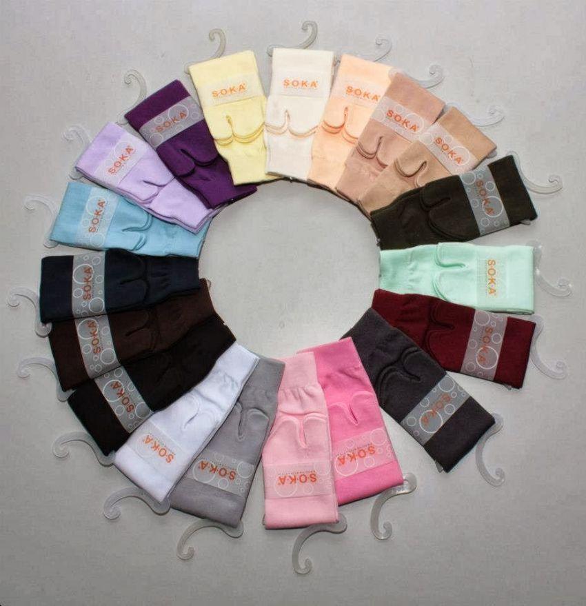Kaos kaki warna-warni