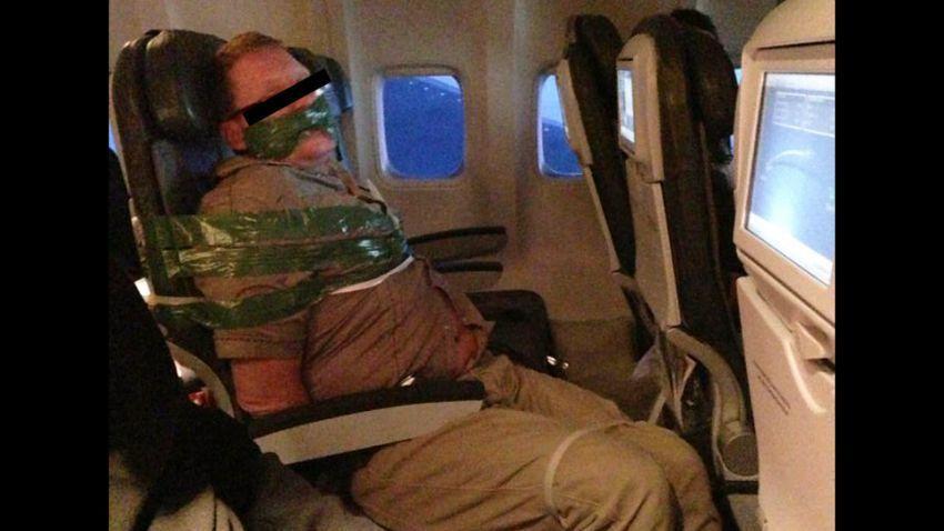 Penumpang Icelandair Yang Dilakban karena Mabuk