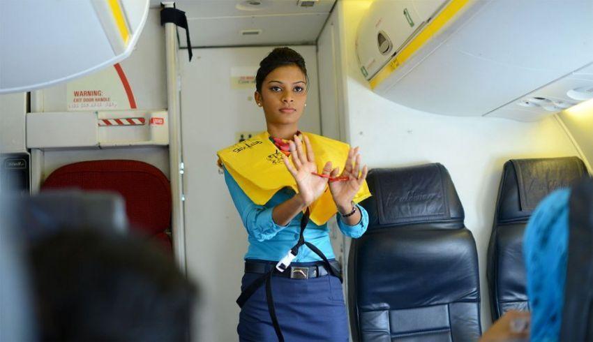 Instruksi keselamatan dari Pramugari