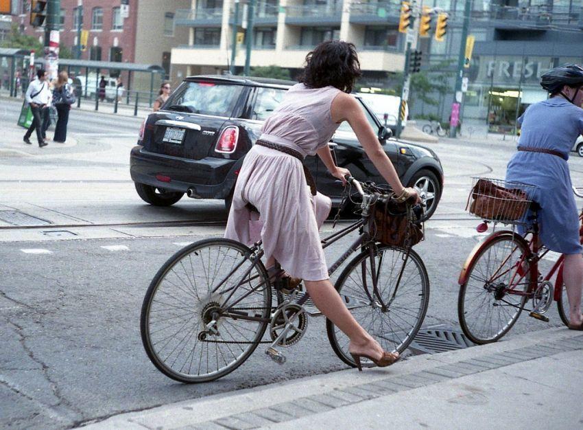 Bekerja dengan naik sepeda