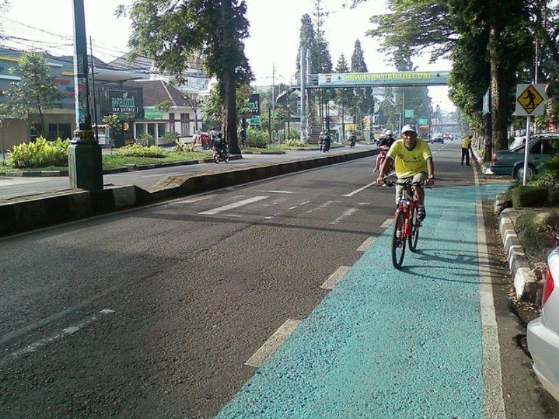 Jalur khusus pengendara sepeda