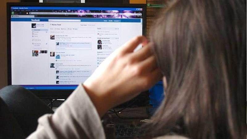Mengumbar masalah pribadi di media sosial