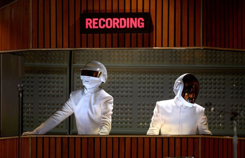 Daft Punk ketika tampil di Grammy 2014