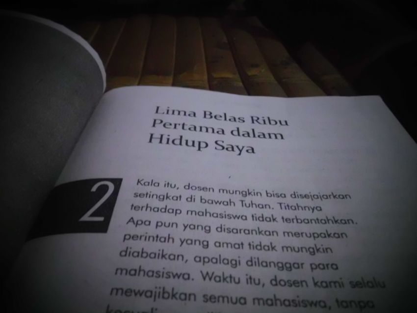 "bab di buku ""Si Anak Singkong"" bercerita saat Chairul berjualan buku"