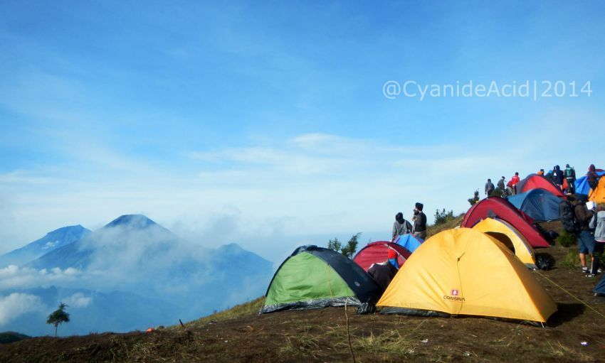 Bisa jadi kamu malah lagi camping semalam di gunung