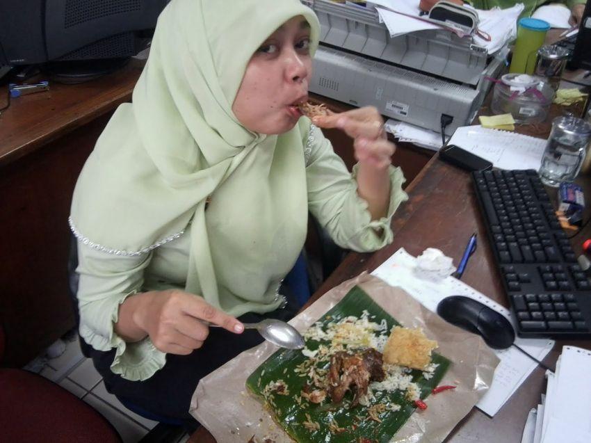 Makan siang adalah waktunya mengistirahatkan otak