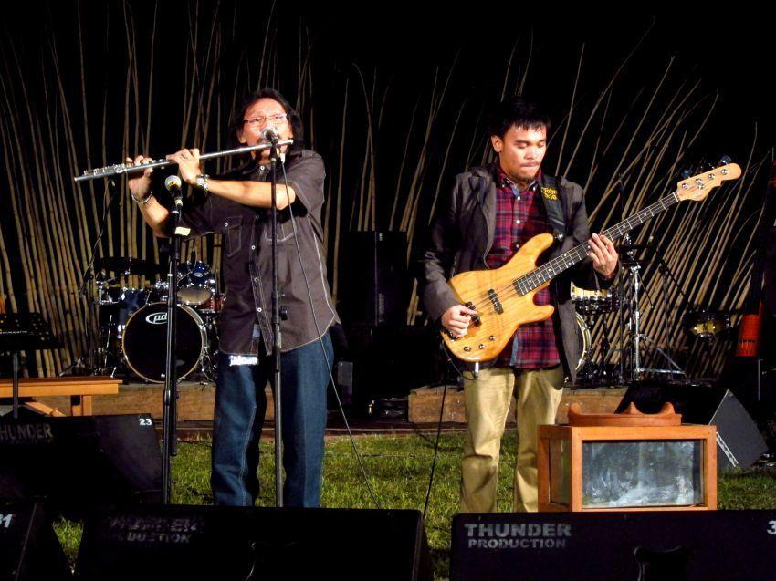 Melihat penampilan musisi lokal di berbagai gigs