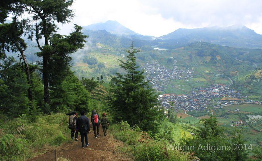 Pemandangan indah sepanjang jalur trekking (Foto: Wildan Adiguna)