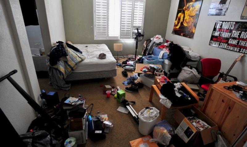 kamar berantakan = surga