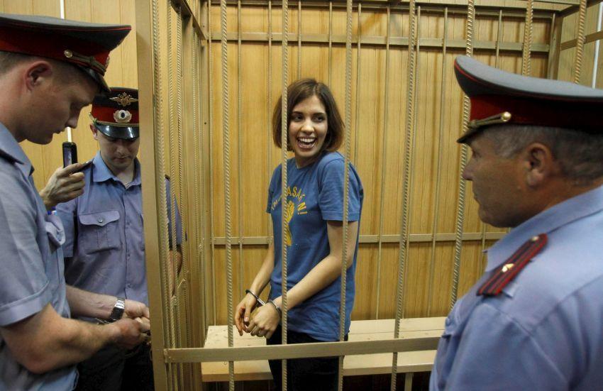 Nadezhda Kolokonnikova, anggota band Pussy Riot yang dipenjara karena mengkritik Putin