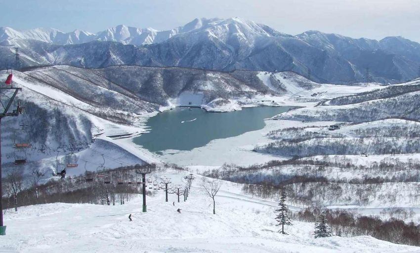 Kawasan wisata ski di Jepang