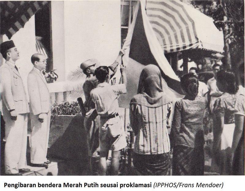 Bendera Pusaka dikibarkan