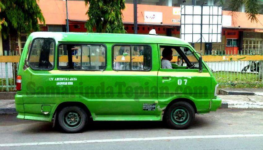 Taksi atau angkot