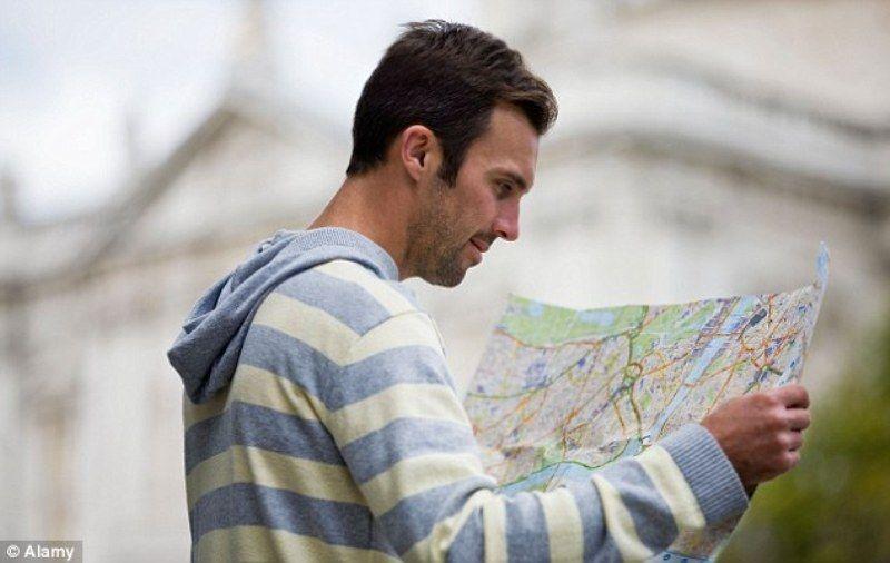 kenapa cowok pintar baca peta