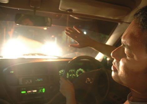mainan lampu di jalan raya