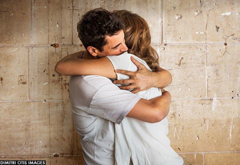 memeluk pacarmu