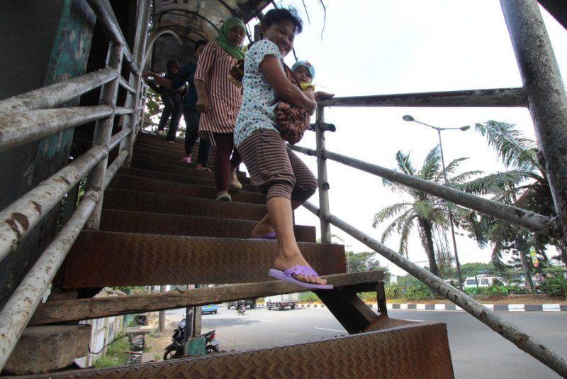 Jembatan penyeberangan Orang masih banyak yang rusak