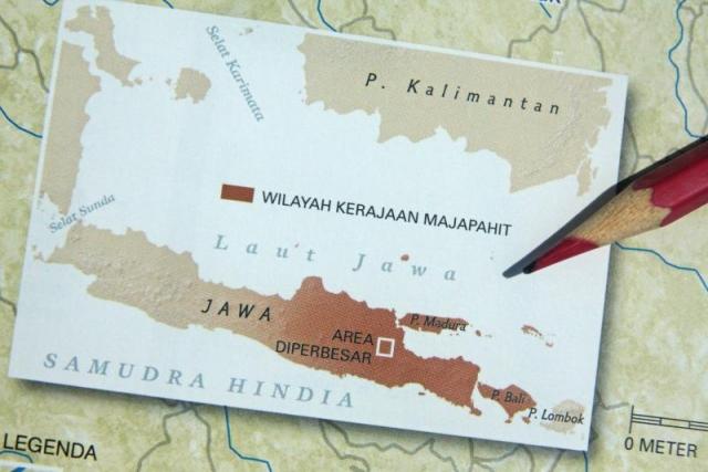 WIlayah efektif Kerajaan Majapahit adalah Jawa Tengah dan Jawa Timur