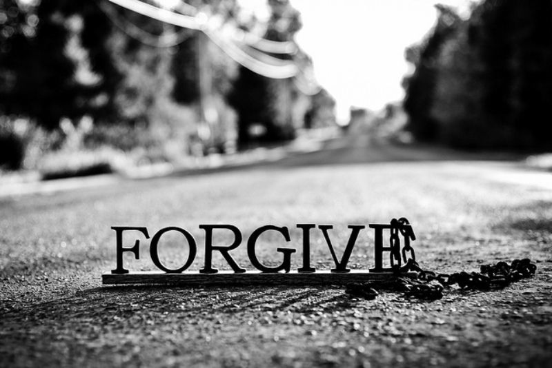 memaafkan = berani