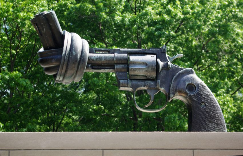 menurunkan angka kekerasan dan kriminalitas