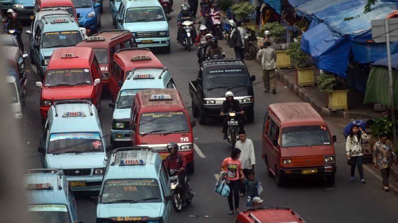 kendaraan umum yang sering ngetem sembarangan