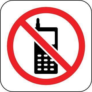 Dilarang membawa handphone ke asrama!!
