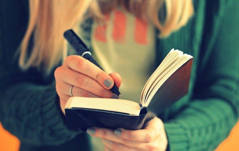 perbanyak kegiatan 'menulis'