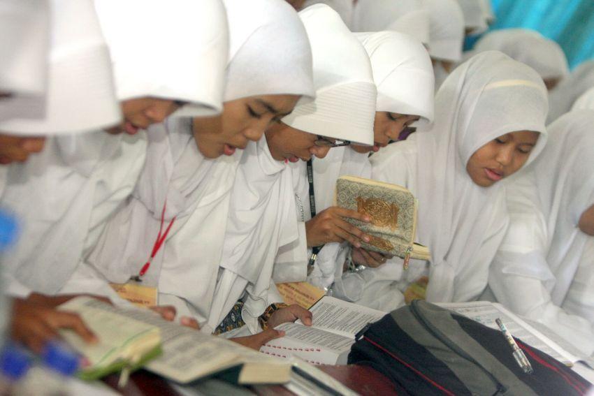 kamu lebih islami dan sering qatam Quran
