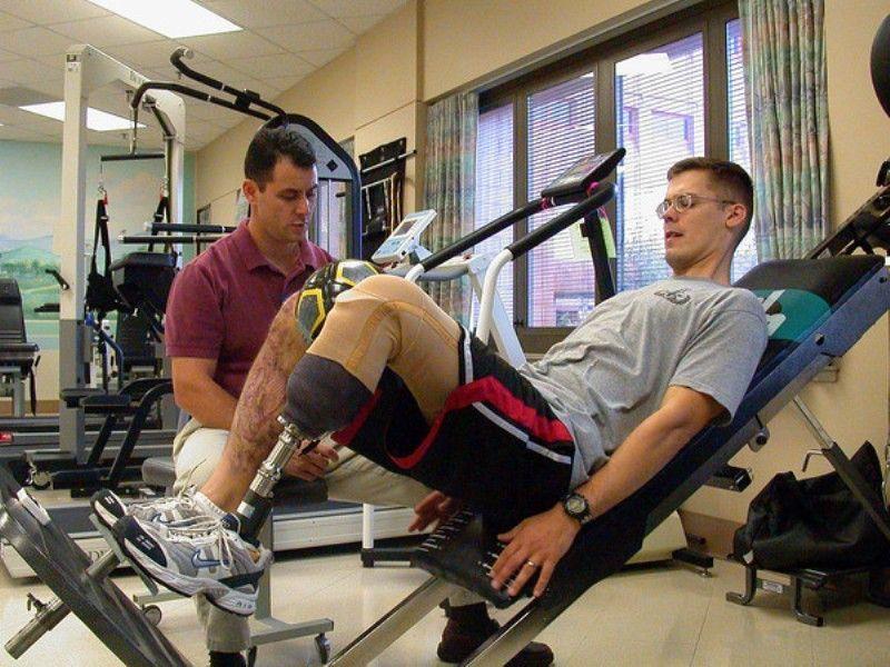 ahli terapi fisik
